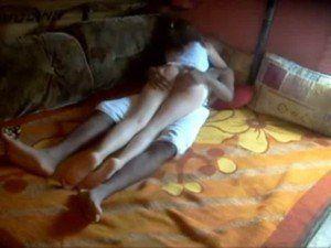 Layla tirando a virgindade do namorado