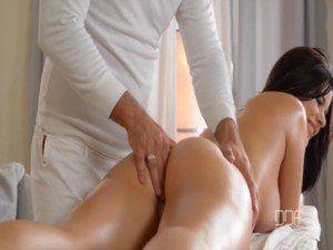 Dando o cu pro massagista