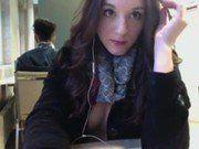 Francesa linda peladinha na webcam da biblioteca