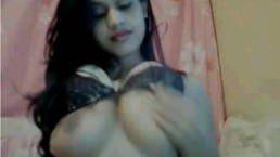 Camgirl indiana muito gostosa
