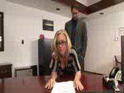 Chefe comendo a secretária