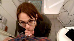 Boquete dentro do banheiro do shopping