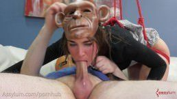 Sexo anal brutal com mulher macaca