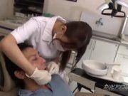 Dentista metendo com o paciente
