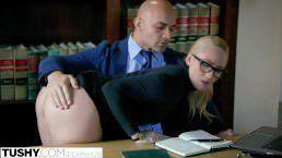 Secretária em forma e bem deliciosa transando com boss