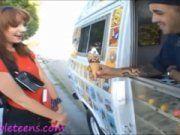 Ninfeta dando pro cara do sorvete