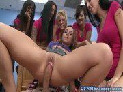 Image Remy LaCroix ensinando as amigas a foder