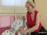 Tia gulosa acordando o sobrinho com boquete