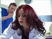 Enfermeiro metendo na médica linda
