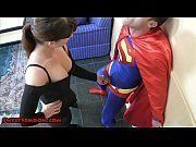 Image Coroa maldosa judiando do superman