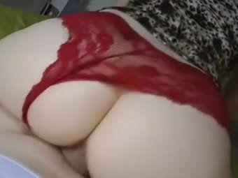 Sentando na pica de calcinha vermelha