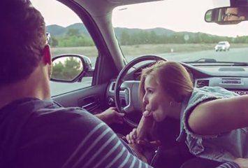 Mama no carro e dá o cu em casa