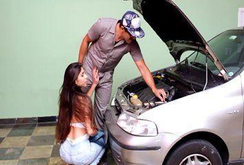 Image Patroa fazendo chupeta no mecânico
