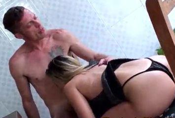 Sexo no bar no pornô brasileiro