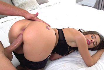 Piroca na boceta no primeiro video porno dela