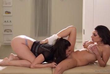 Massagem sexual pra deixar a xota molhada
