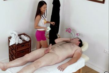 Flagra de sexo com asiática massagista