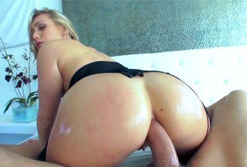 Rabuda linda num sexo anal gostoso