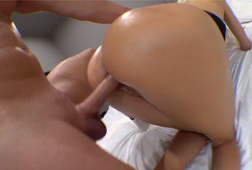 Sentando no cassete no porno caseiro