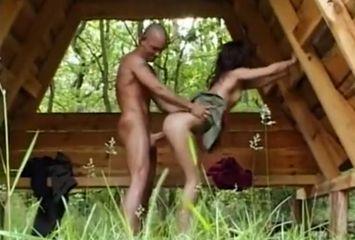 Porno com mineira safada no meio do mato