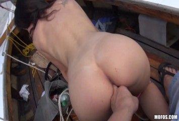 Fazendo sexo no barco antes de chegar na ilha