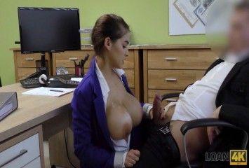 Secretária no sexo amador dentro do escritório