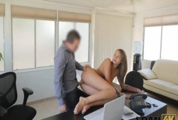 Funcionária caiu na net dando pro patrão
