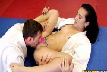 Judoca safada dando pro professor