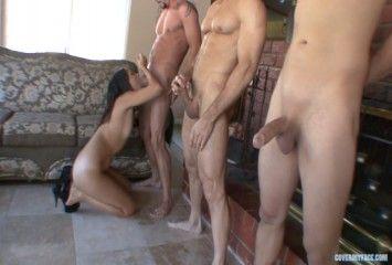4 homens pra uma safada brincar