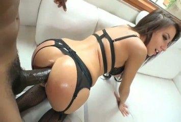 Morena de lingerie sex tomando tolete grosso na bunda