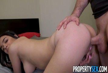 Bruninha no seu primeiro video porno