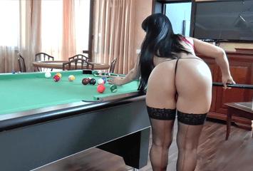 Morena gostosa apostou o bucetão em um jogo de sinuca onde o malandro empurrou o taco até as bolas