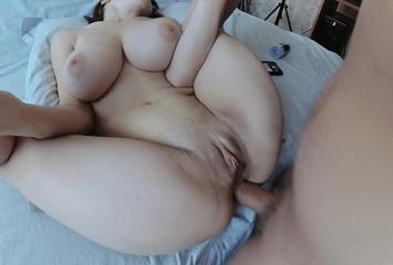 Adolescente peituda fez sexo anal depois da espanhola com os peitões que quase fizeram o malandro gozar